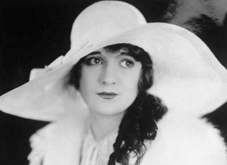 photo-movie-still-movie-actress-alice-day-big-brimmed-hat-1920s