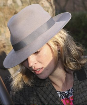 Kate-Moss-Jamie-Hince-Out-London-Kate-Wearing-Trilby-Hat
